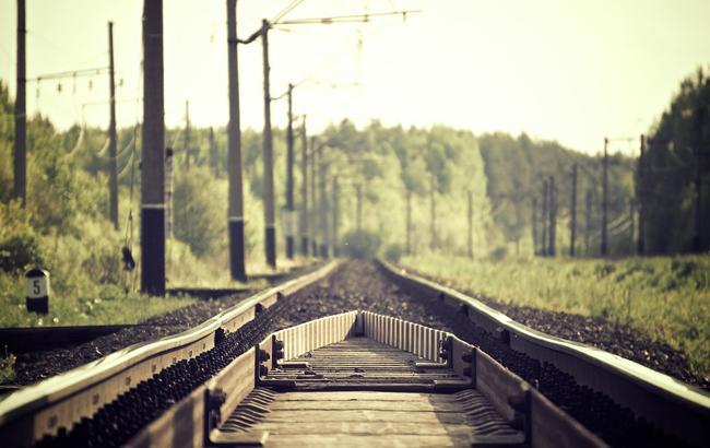 Фото: поезд сбил мужчину во Львовской области (Pixabey)