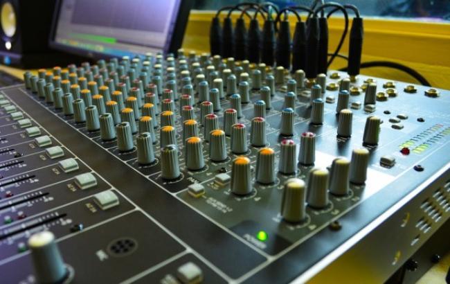 Стало известно количество украиноязычных песен на радио в Донецкой области