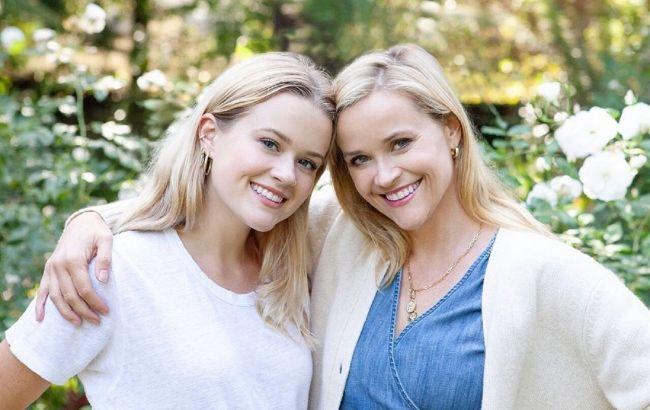 Немов двійнята: 44-річна Різ Уізерспун і її 21-річна донька вразили мережу схожістю