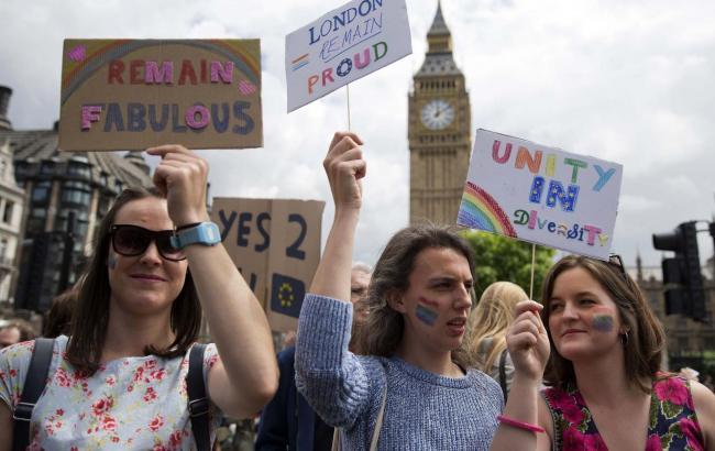 Фото: противники Brexit зібрали понад 4 млн підписів