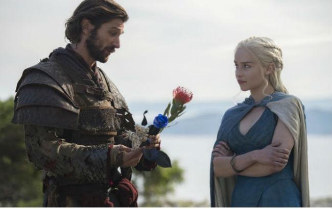 """Емілія Кларк подякувала шоураннерам """"Гри престолів"""" за одну незабутню сцену сексу"""