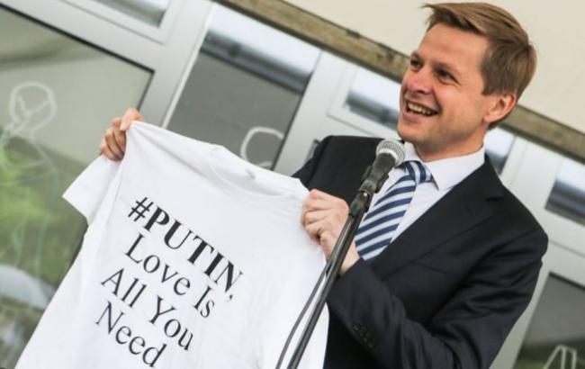 """Мер Вільнюса не захотів прийняти від посла Росії горілку """"Путінка"""""""