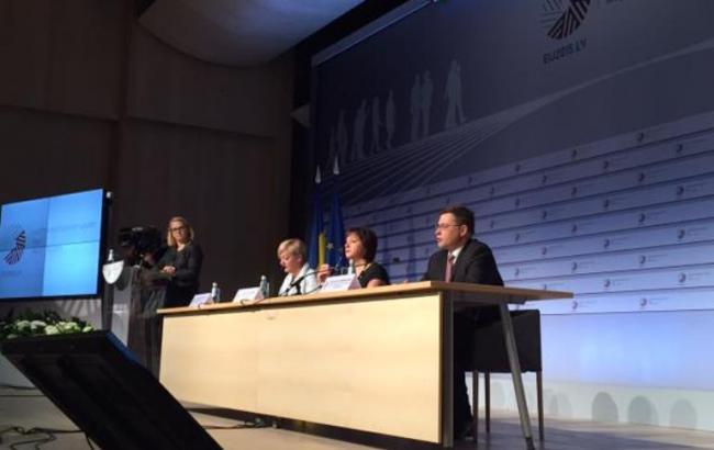 На саміті в Ризі підписано угоду про виділення Україні 1,8 млрд євро