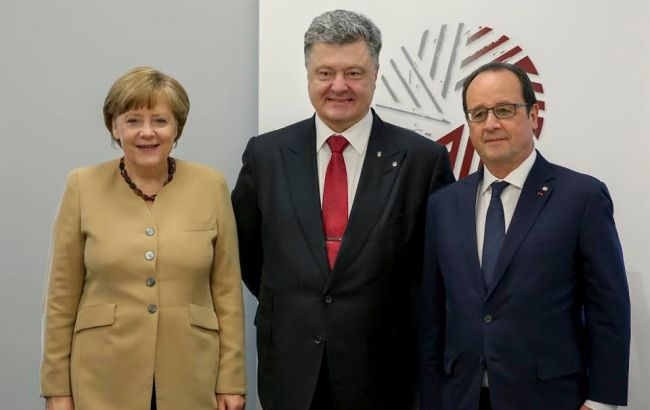 Фото: Меркель, Порошенко и Олланд на саммите в Риге