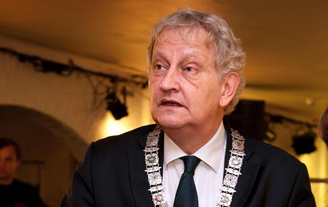 Тысячи жителей Амстердама пришли поблагодарить своего тяжелобольного мэра