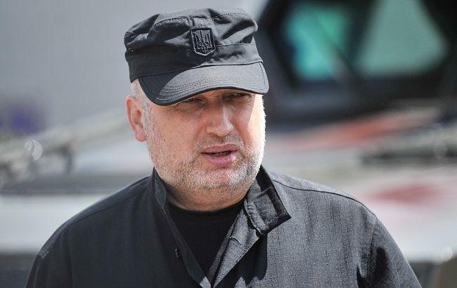 Идеолог законопроекта Александр Турчинов хочет дать больше полномочий военным на войне (фото - rnbo.gov.ua)