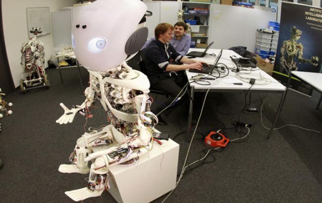 Фото: Ученые считают, что роботы могут переплюнуть человека (econet.ru)