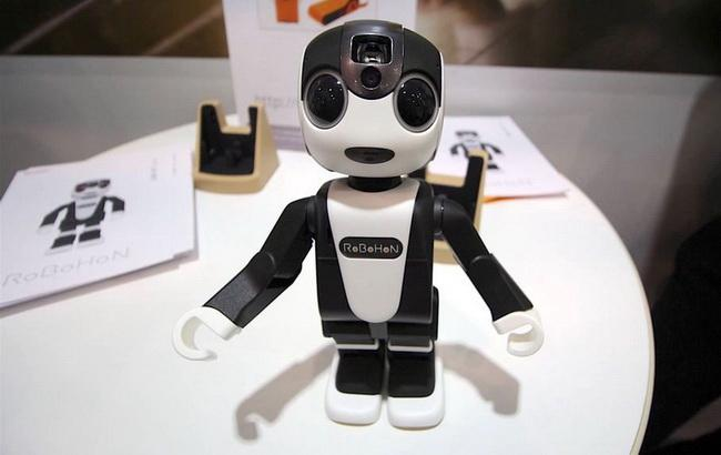 """Фото: разработанный японцами роботизированный мобильный телефон """"РоБоХоН"""" (The Verge)"""