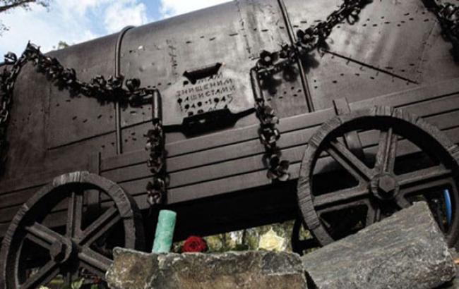 Фото: Пам'ятник в Бабиному Яру (risu.org.ua)