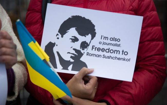 Фото: Порошенко написав лист Сущенко (УНІАН)