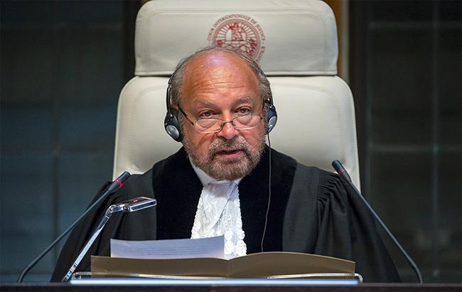 Решение по искам объявил председательствующий Ронни Абрахам (Фото - UN Photo/ICJ-CIJ/Frank van Beek)
