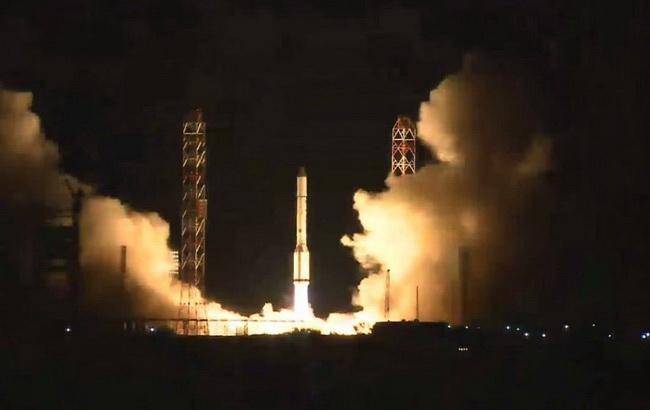 Фото: нічний запуск з Байконура (Facebook /Roscosmos)