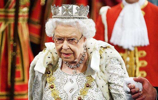 Сын Елизаветы II сложил полномочия после секс-скандала: все детали