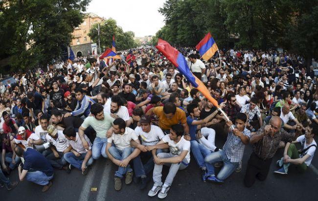 Фото: протесты в Ереване в июле 2015 г
