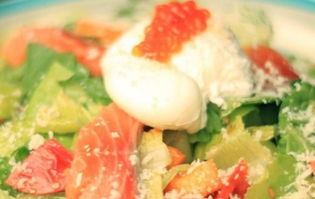Легче, чем Оливье: полезный рецепт салата на Рождество