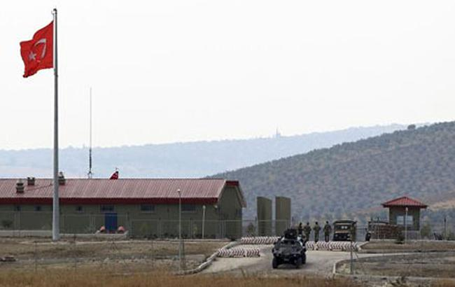 У Туреччині напали на військову базу, є жертва