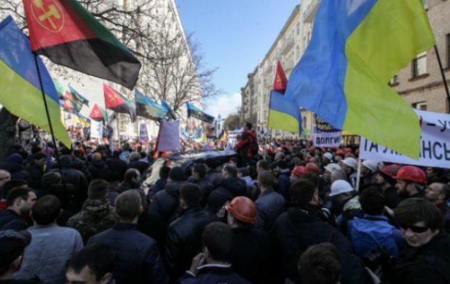 Движение транспорта по улице Грушевского в Киеве восстановлено
