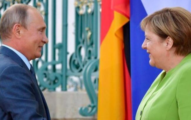 У Кремлі розповіли про зміст переговорів Путіна і Меркель