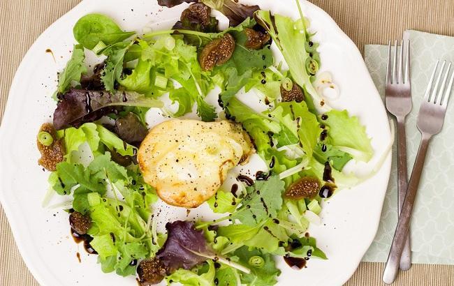 Як приготувати корисний салат з грушею і шпинатом: рецепт від судді МастерШефа