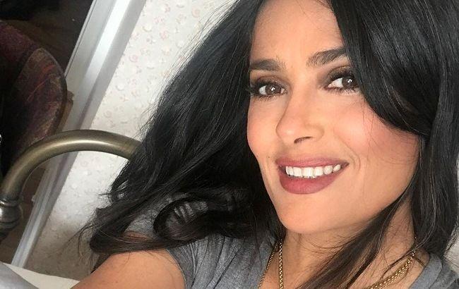 З кожним разом все красивіше: 53-річна Сальма Хайєк підкорила молодістю на новому фото