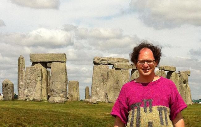 Фото: Сем у светрі у Великобританії