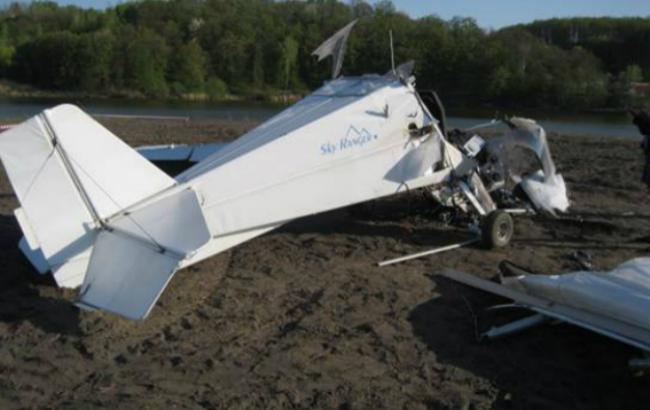 Под Киевом упал легкомоторный самолет, пострадали 2 человека