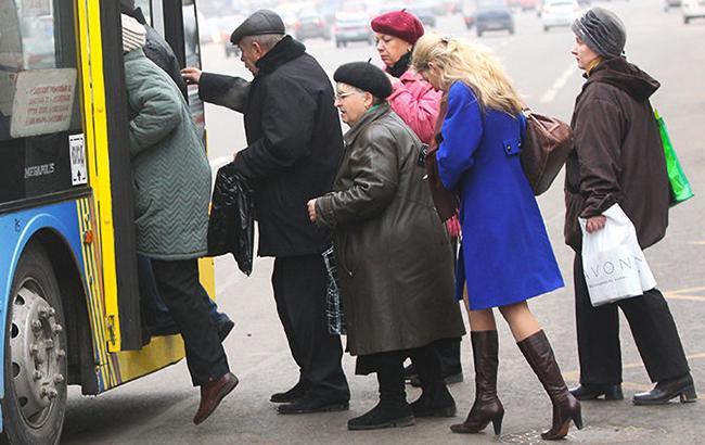 Фото: Пенсионеры и транспорт (samopomich.ua)