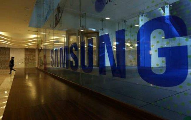 Фото: Samsung запатентовал сворачивающийся в рулон телевизор