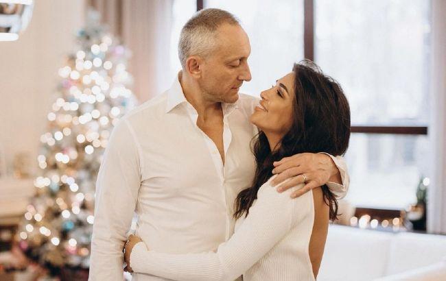 Санта Дімопулос розговорилася про ревнощі і різницю у віці з чоловіком
