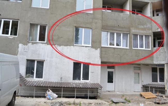 Фото: В недостроенном доме живут люди (facebook.com)