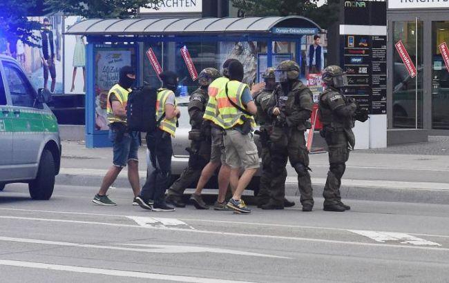 Фото: у Мюнхені пройшли обшуки у справі про стрілянину в торговому центрі