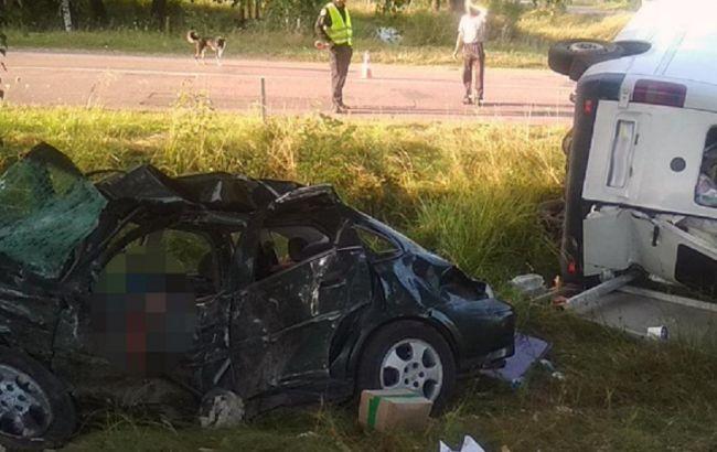 У Житомирській області в ДТП з мікроавтобусом загинули двоє людей