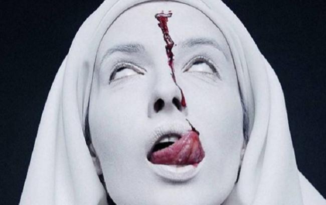 """""""Фільм жахів """"Черниця"""": Даша Астаф'єва знялася у містичній фотосесії з Потапом"""