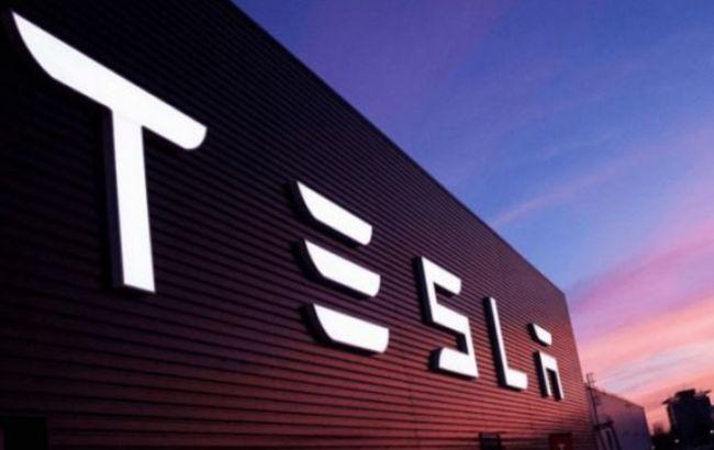 На заводі Tesla в США стався спалах COVID: майже 500 працівників заразилися