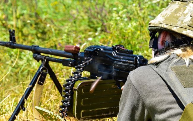 """Сутки на Донбассе: 13 нарушений """"тишины"""", двое военных были ранены"""