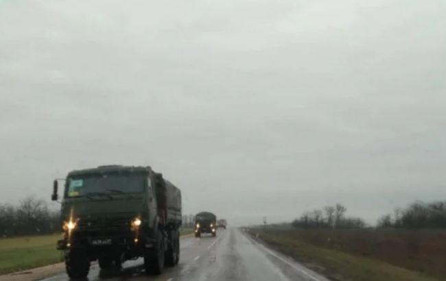 На околицях Криму помітили колону військової техніки РФ