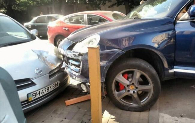 В Одессе известный адвокат спровоцировал ДТП с пятью машинами: пострадали дети (фото, видео)
