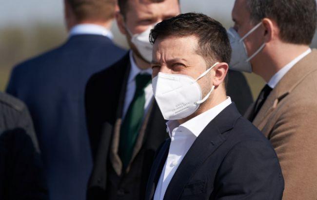 Зеленский предлагает застраховать всех врачей, которые работают с коронавирусом
