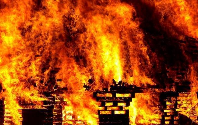 В Британии из-за пожара полиция эвакуировала десятки домов