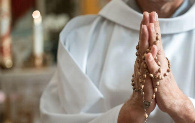 В Греции священник облил кислотой митрополитов во время церковного суда