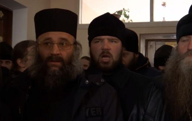 Підбурюють народ: у Вінниці та Чернівцях священики УПЦ МП влаштували пікети (відео)