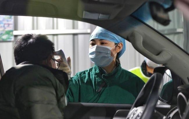 Власти Китая направили в Ухань еще почти 3 тыс. военных медиков