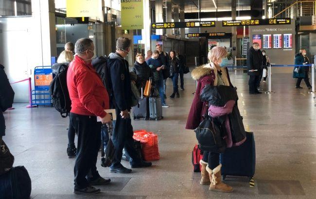 В Украину из Латвии прибыл авиарейс с эвакуированными украинцами