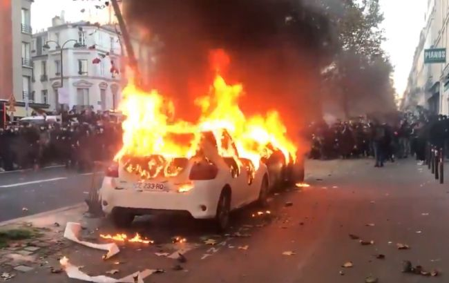У Парижі на акції проти поліції почалися заворушення
