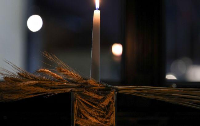 У вікні президентського палацу в Польщі запалили свічку в пам'ять про жертви Голодомору