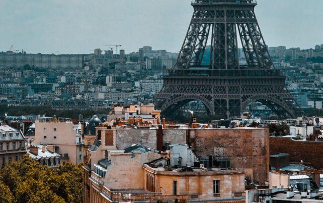 У Парижі 300 мігрантів зайняли будівлю колишнього дитсадка. Вимагають захист і укриття