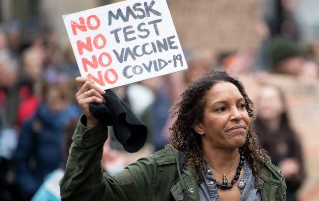 В Афінахтисячі людей вийшли на акції проти COVID-вакцинації