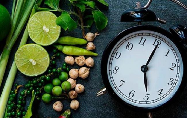 Дієтолог розповіла, чи варто відмовлятися від вечері під час схуднення