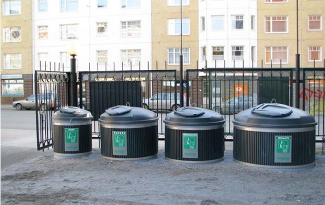 Фото: підземний сміттєвий бак