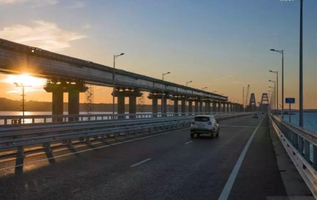 """""""Найкрутіша сторіс"""": дівчина влаштувала курйозне ДТП на Кримському мосту (відео)"""